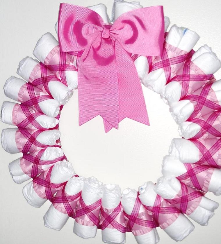 Tutorial fiocco nascita, corona di pannolini avvolti in nastro di colore rosa