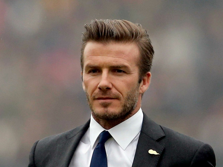 Taglio capelli uomo sfumatura, David Beckham con capelli biondi corti ai lati