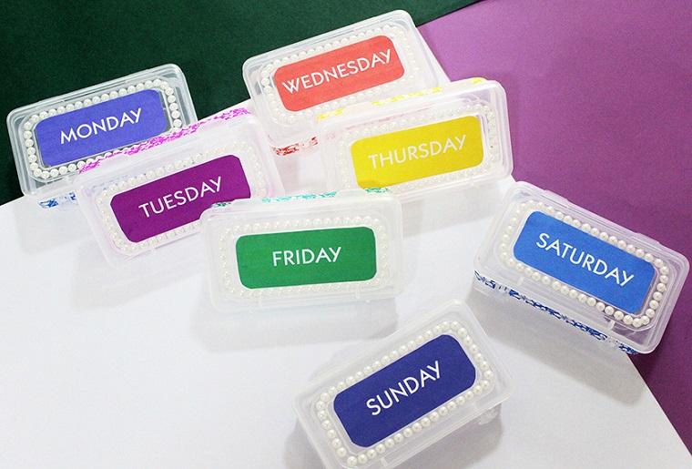 Regali per la festa dei nonni, scatole di plastica per medicinali con i giorni della settimana