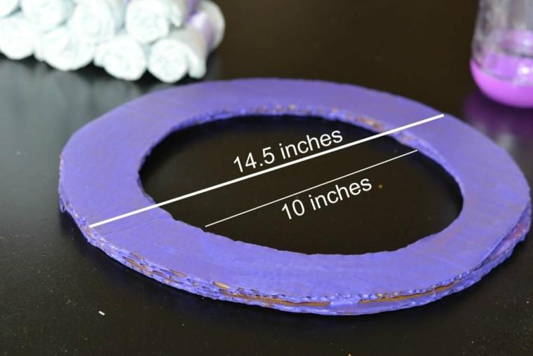 Come fare un fiocco grande di stoffa, cerchio di cartone dipinto di viola