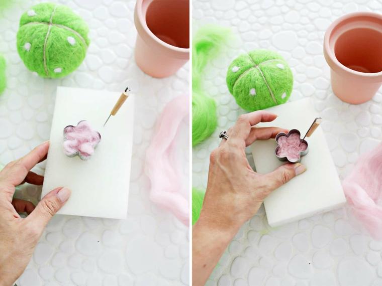 Tutorial per fare un fiore di lana rosa, regali per la festa dei nonni, rotolo di lana come cuscino perni