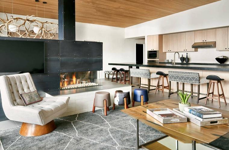 Open space con cucina e soggiorno, ambiente con camino elettrico, cucina isola centrale
