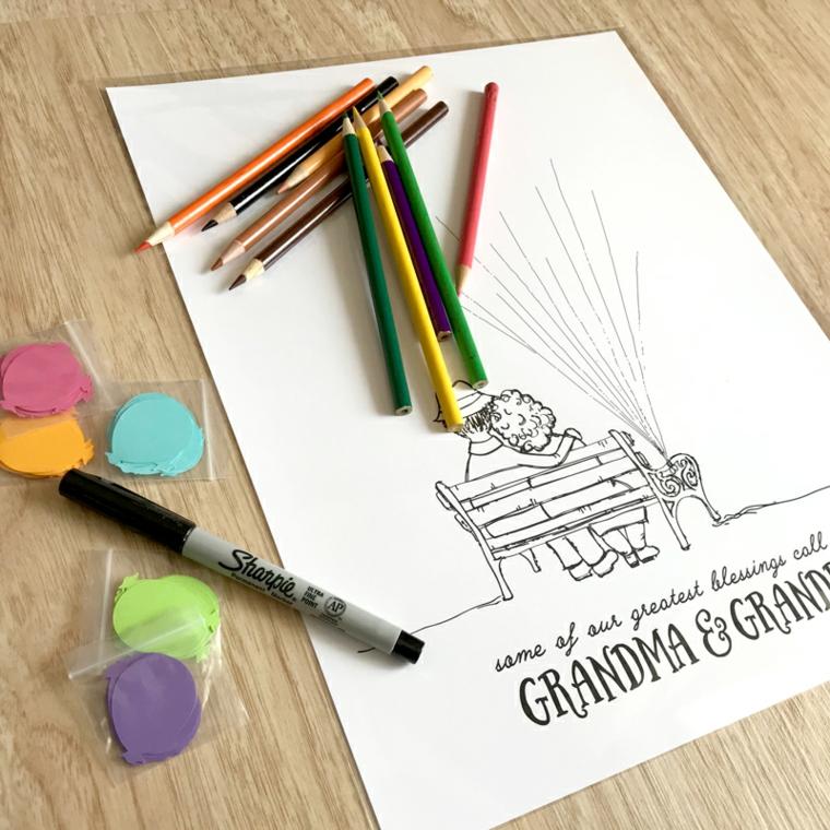 Foglio con disegni e matite colorate, biglietto festa dei nonni, cartoncini colorati a forma di palloncino