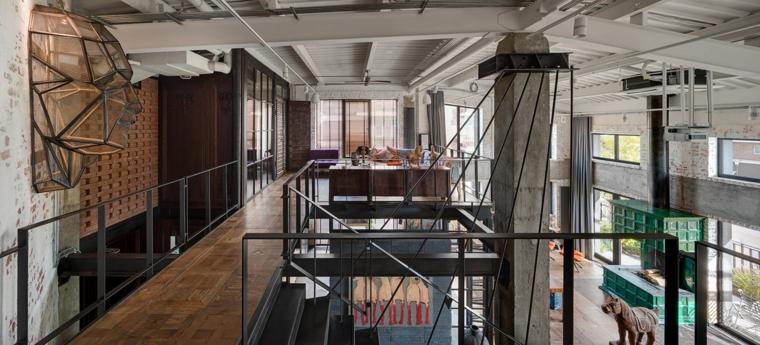 Come creare un loft, appartamento a due piani a pianta aperta, pavimentazione in legno parquet