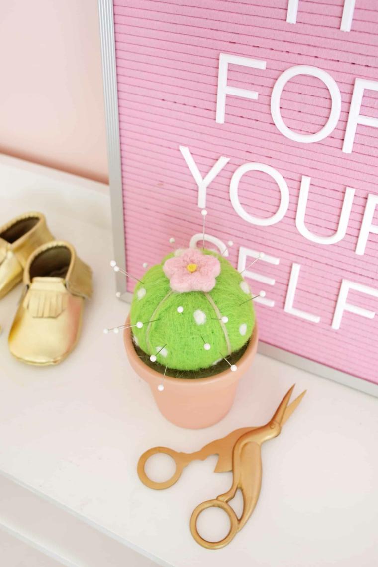 Cuscino perni a forma di cactus, lavoretti per la festa dei nonni, cornice rosa con scritta