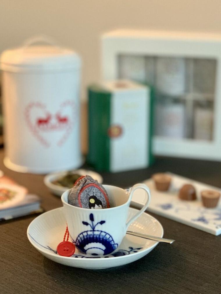 Lavoretti per la festa dei nonni, tazzina con bustina di tè riutilizzabile di stoffa