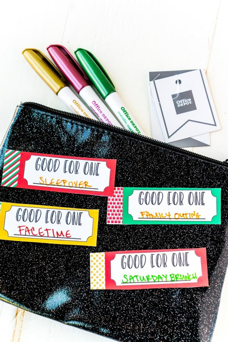 Busta con sticker e pennarelli colorati, biglietti per la festa dei nonni