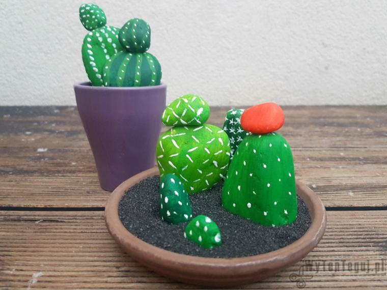 Sassi dipinti di verde a pois bianche, sassi come piante grasse, idea regalo alla nonna