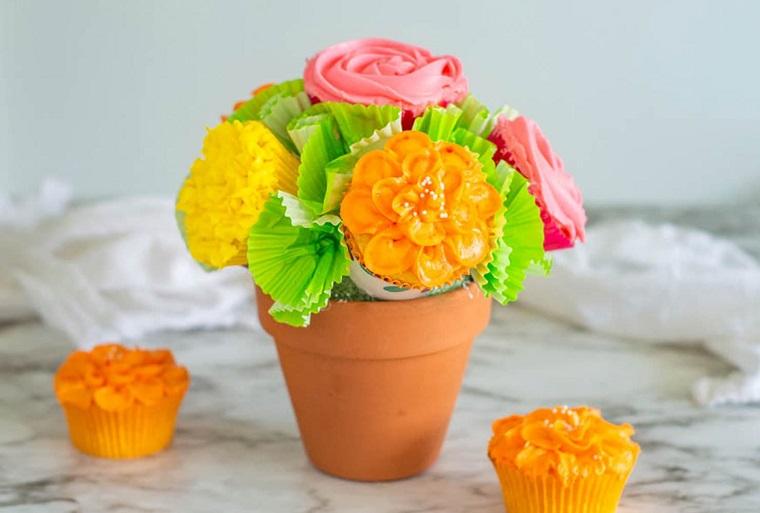 Vaso di terracotta con fiori di carta, idea regalo alla nonna fai da te