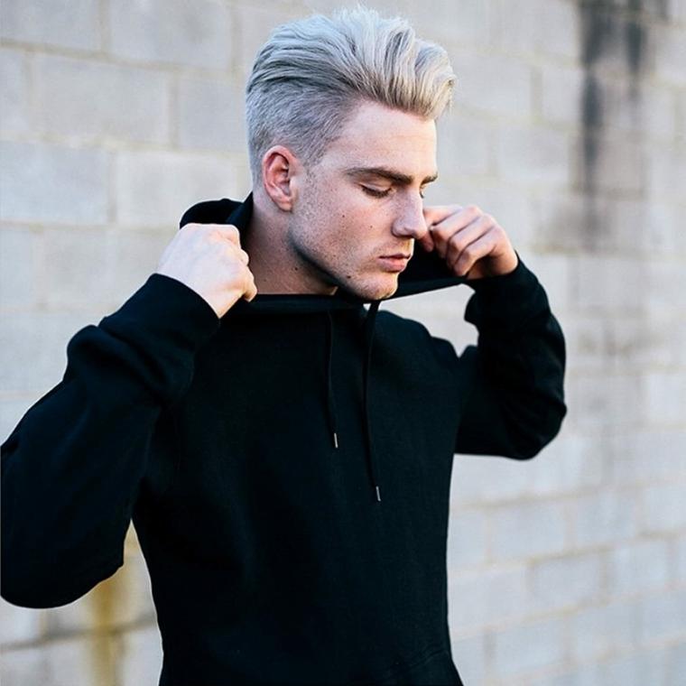 Ragazzo con capelli biondi, acconciatura con rasato ai lati, Taglio capelli ragazzo 2020