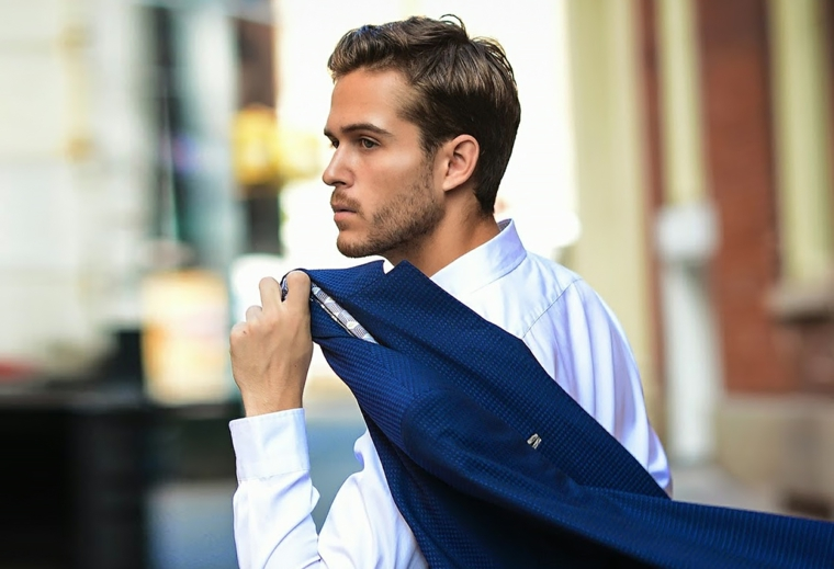 Uomo con camicia bianca e giacca, Taglio capelli uomo sfumatura