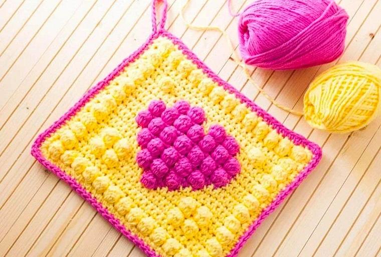 Sottobicchiere di lana con disegno cuore, idea regalo per la nonna