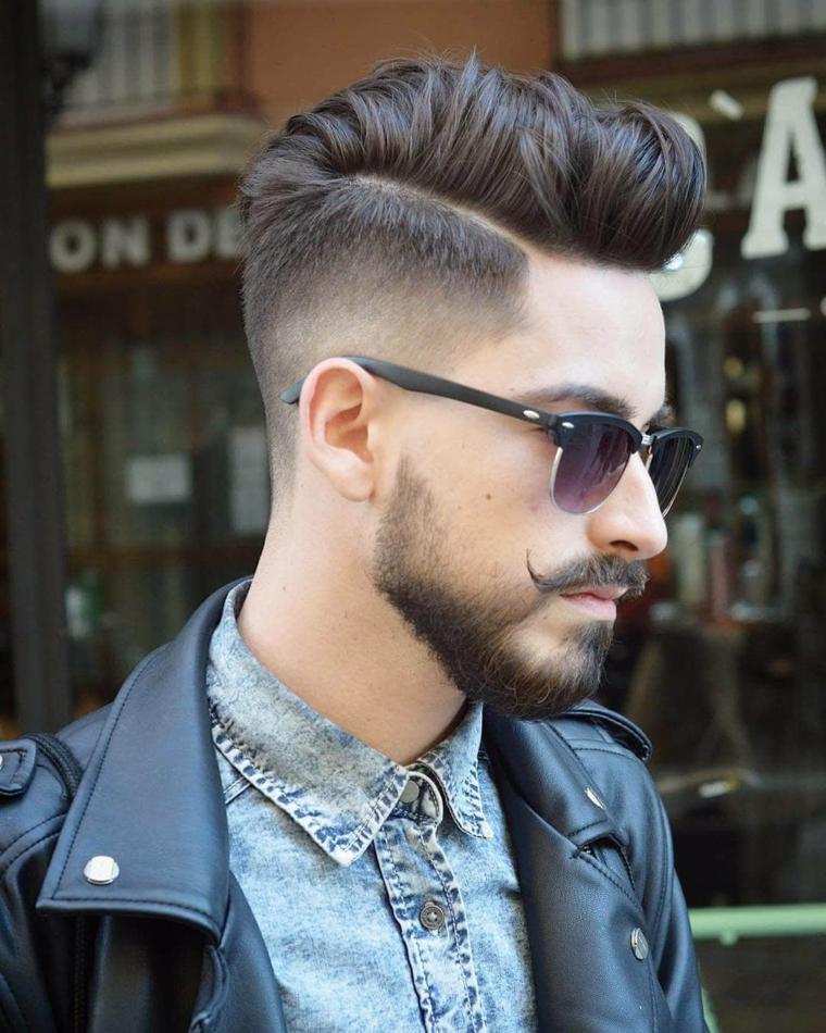 Come tagliare i capelli uomo a casa, ragazzo con capelli rasati ai lati e lunghi sopra