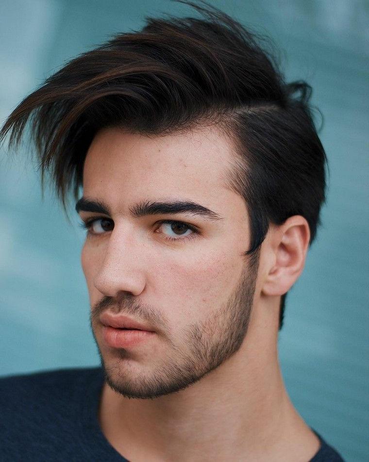 Tagli di capelli corti uomo, ragazzo con capelli castani corti ai lati, ragazzo con barba