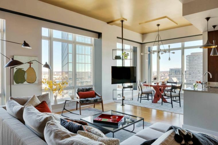 Soggiorno con divano e tavolino di vetro, sala da pranzo con tavolo e sedie
