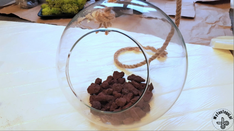 Idee regalo festa dei nonni, contenitore di vetro per terrarium con sassolini