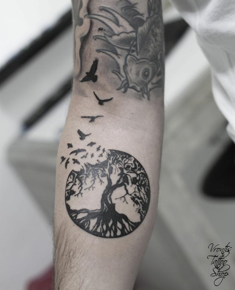 albero della vita tattoo avambraccio braccio uomo tatuaggio rondini uccelli