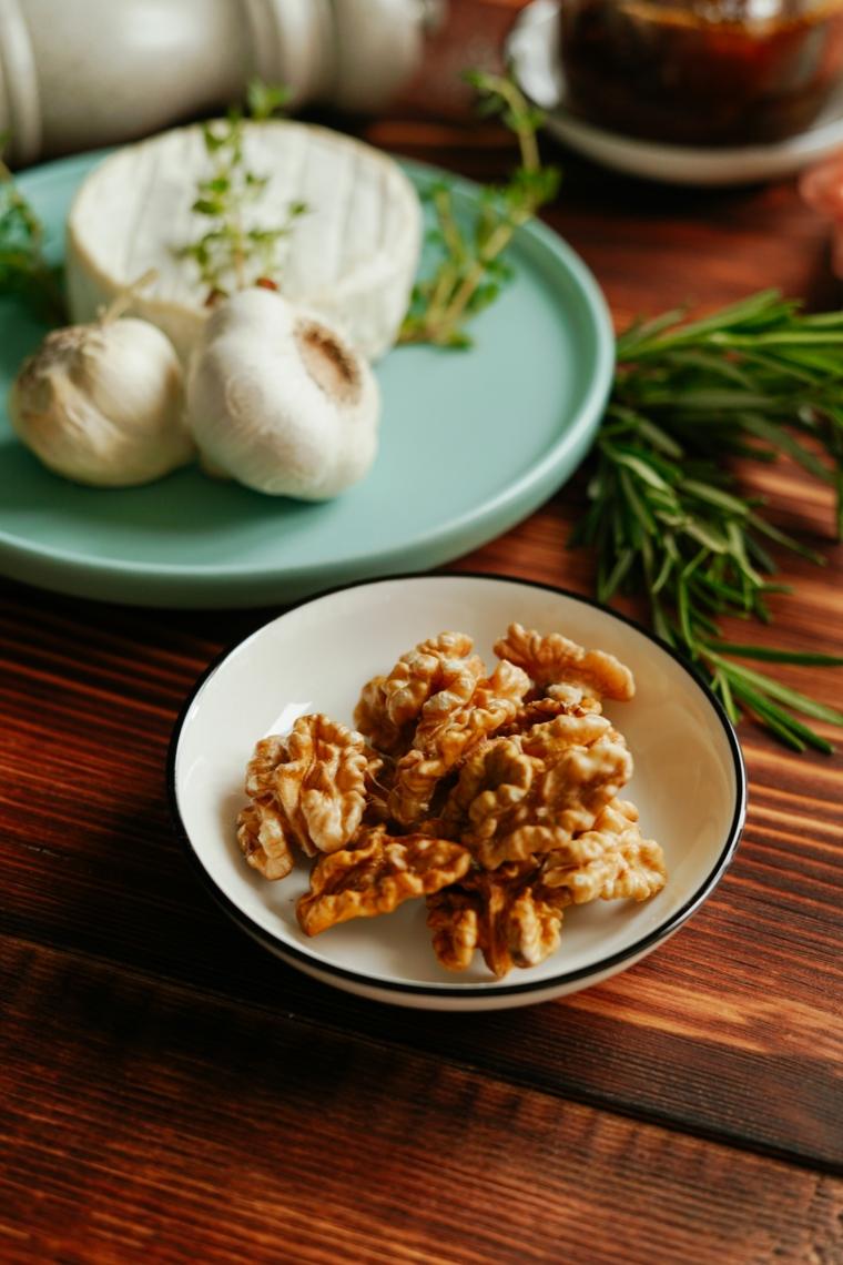 apericena cosa fare ingredienti piatti noci pecan formaggio brie aglio rosmarino