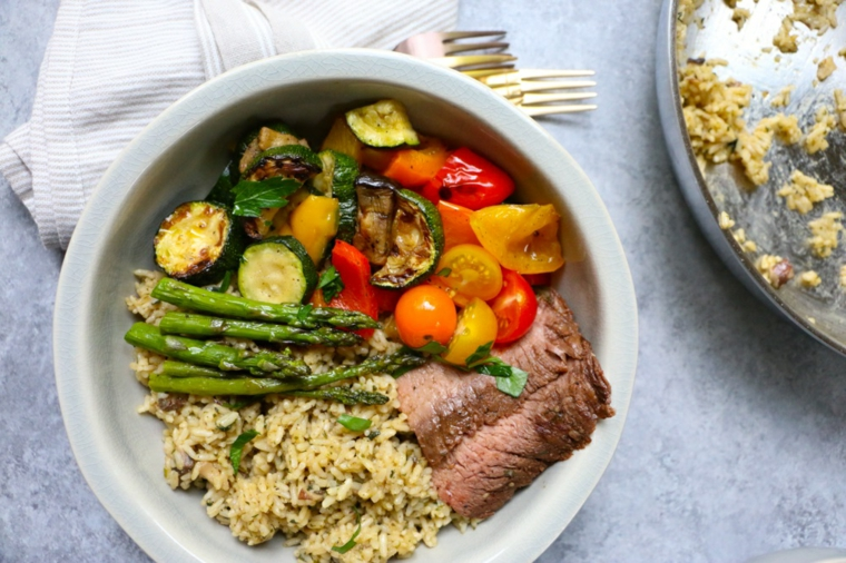 asparagi verdure grigliate risotto fette carne secondo piatto unico