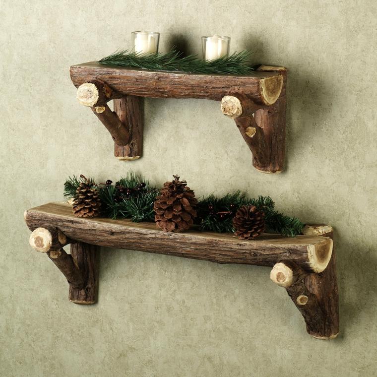 Invenzioni con il legno, due mensole da parete con tronchi di alberi con corteccia