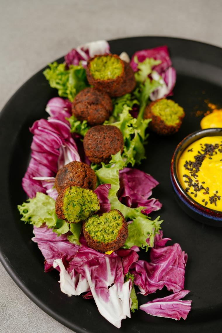 buffet freddo da fare il giorno prima radicchio falafel salsa gialla