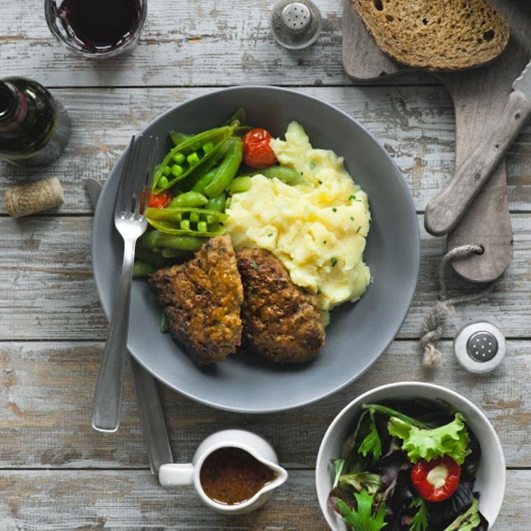 carne fave contorno verdure secondo piatto puree patate ciotol insalata verde