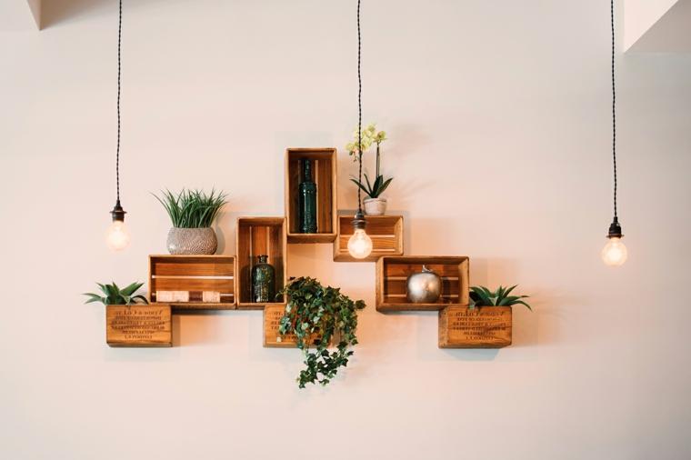 Cosa costruire con il legno, mensole da parete con cassette di legno, decorazione con vasi di fiori