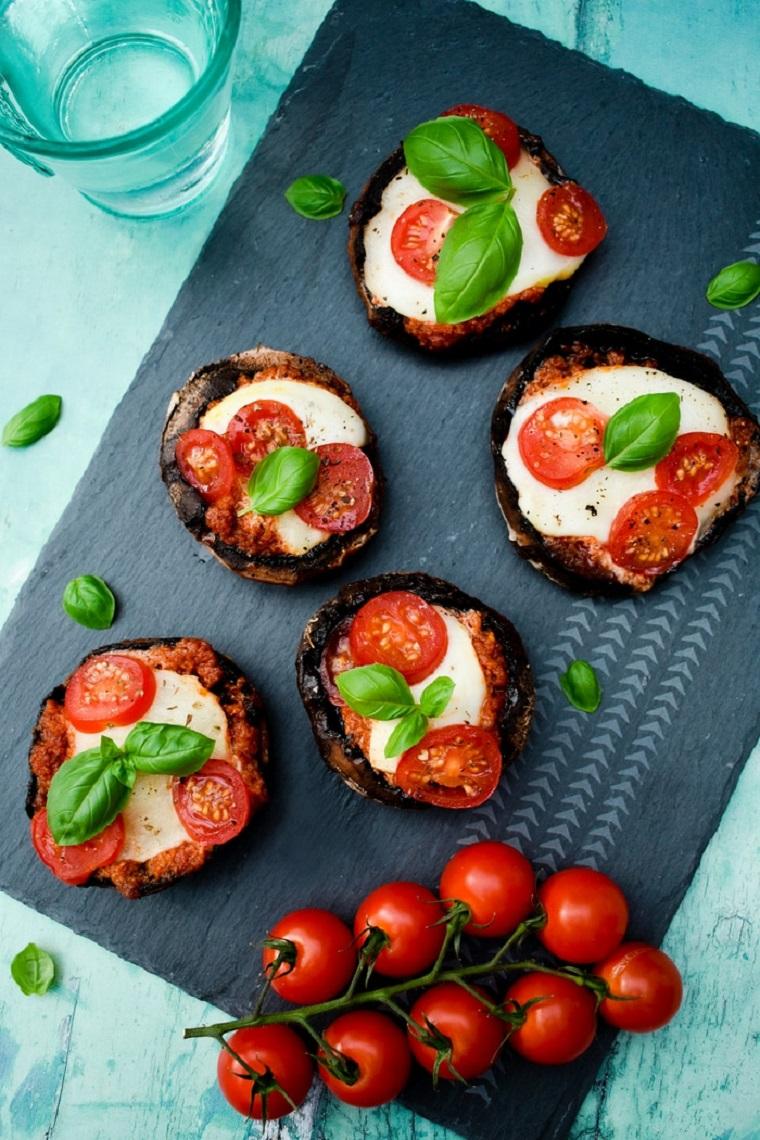 cena sfiziosa vegetariana funghi ripieni mozzarella pomodorini gratinati forno