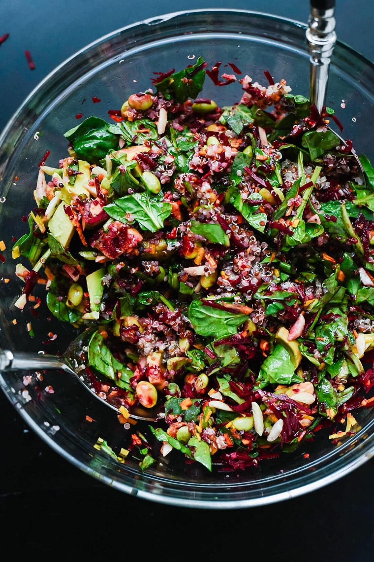 cena tra amici ricette sfiziose insalata vegetariana quinoa verdure ingredienti