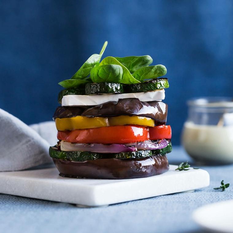 cena veloce e appetitosa vegan piatto vegetariano verdure grigliate