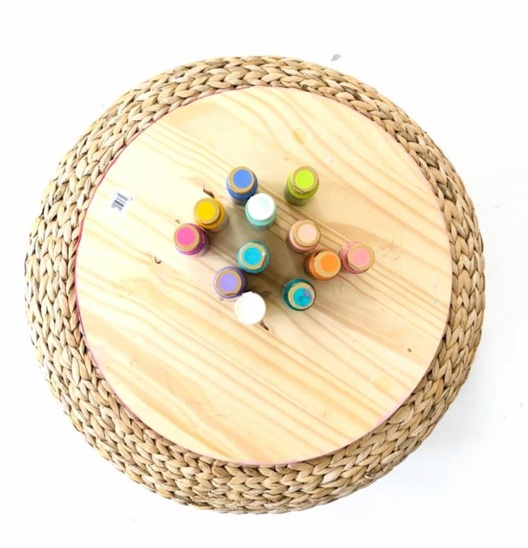 Lavoretti in legno per bambini, pezzo di legno dalla forma circolare, bottiglie con colori acrilici