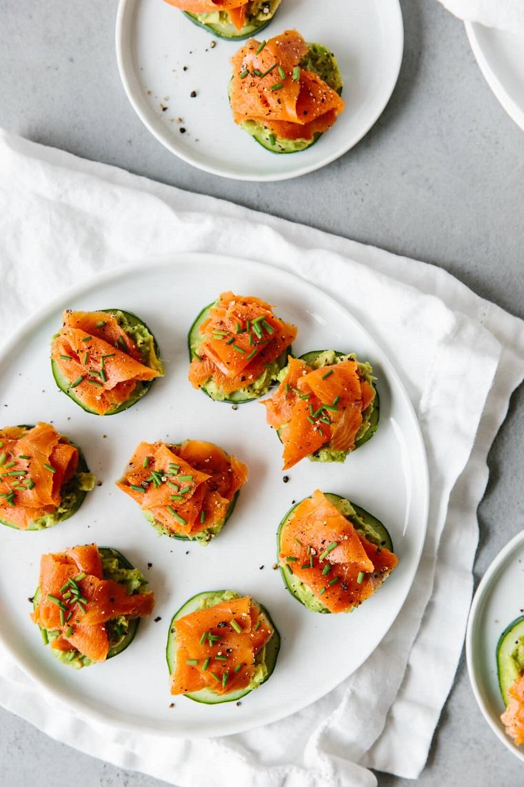 come apparecchiare per un aperitivo cetriolo salmone affumicato erbette fresche