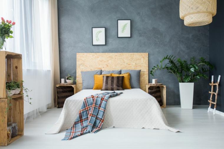Camera da letto con mobili fai da te, cassette di legno come comodini, spalliera letto fai da te