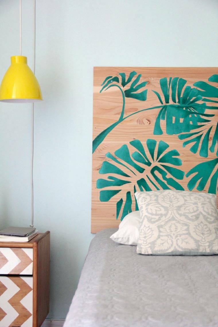 Testata del letto dipinta con foglie di palme, letto con testiera di legno dipinta