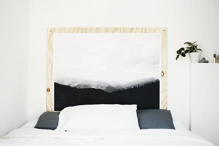 Testata letto con cornice di legno, come decorare la testata del letto, camera da letto matrimoniale