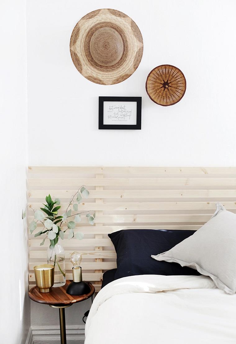 Come fare testiera del letto, camera da letto con pareti bianche, testata con pannello di legno