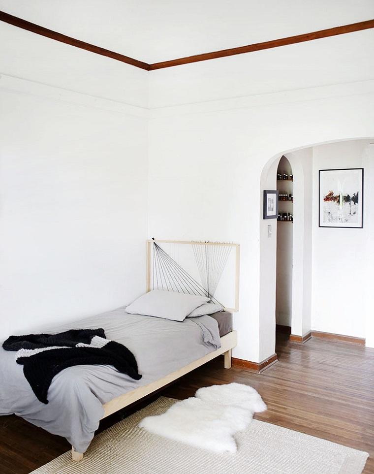 Camera da letto singola, testata del letto con cornice di legno, spalliera letto fai da te
