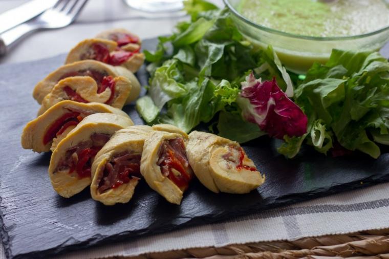 cordon bleu pollo ripieno verdure cena tra amici ricette sfiziose verdure insalata guacamole avocado