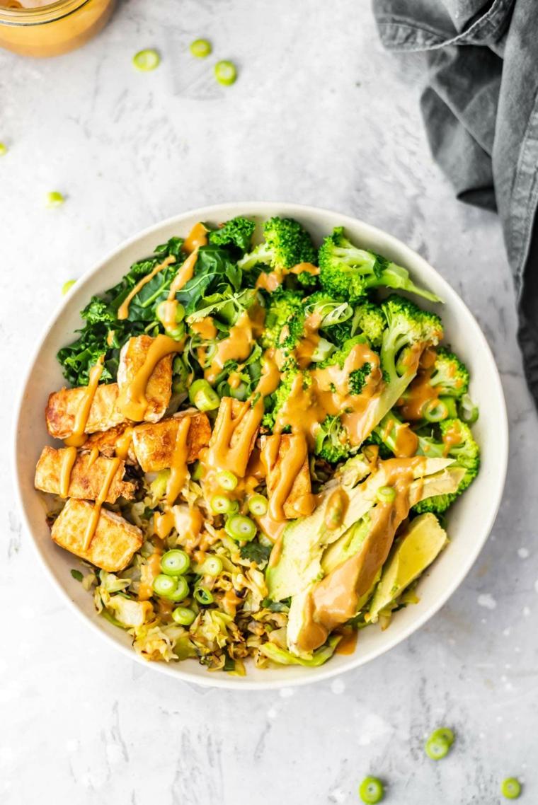 cosa preparo per cena ciotola bocconcini di pollo salsa verdure broccoli limone