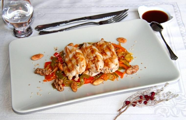 cosa preparo per cena filetti pollo contorno verdure peperoni carote salsa pomodoro
