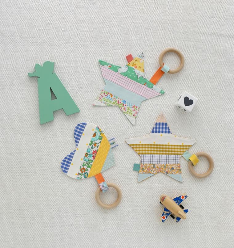 cosa regalare ad un battesimo bimbo bimba giocattoli legno stelle cuori lettere