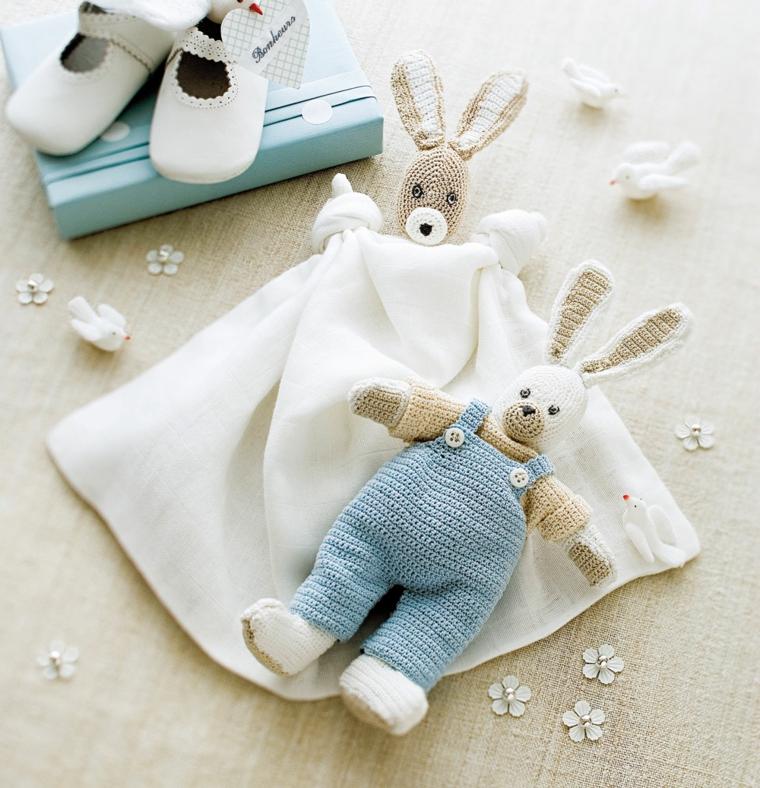 cosa regalare ad un bimbo maschio per il battesimo peluche coniglietto scarpette coperta