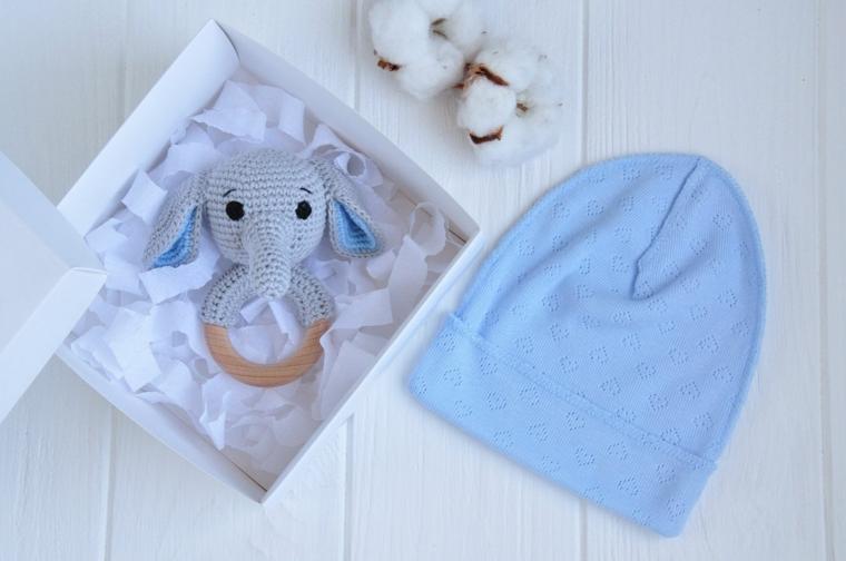 cosa si regala alla madrina del battesimo scatola giocattolo peluche cotone cappellino