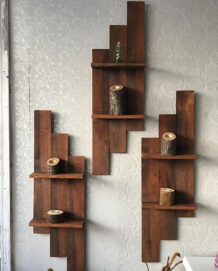 Oggetti in legno fai da te, mensole di legno pallet con tronchetti
