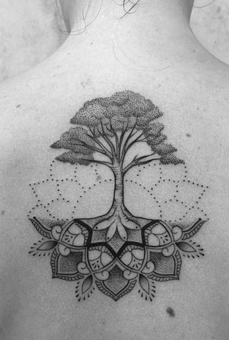 disegni per tatuaggi famiglia albero della vita motivi mandala donna schiena tattoo