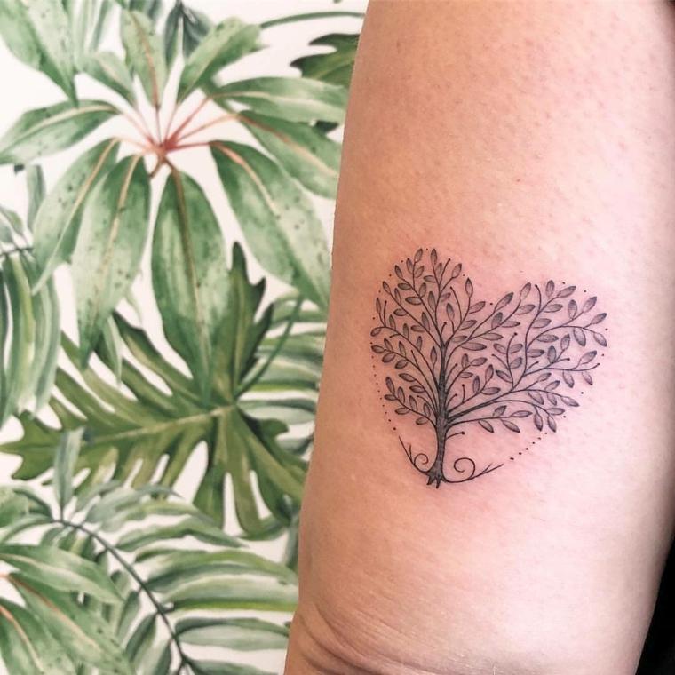 disegni tatuaggi piccoli forma cuore albero della vita sfondo motivi tropicali floreali