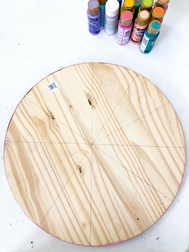 Lavoretti in legno per bambini, bottiglie con vernice acrilica, pezzo di legno dalla forma circolare