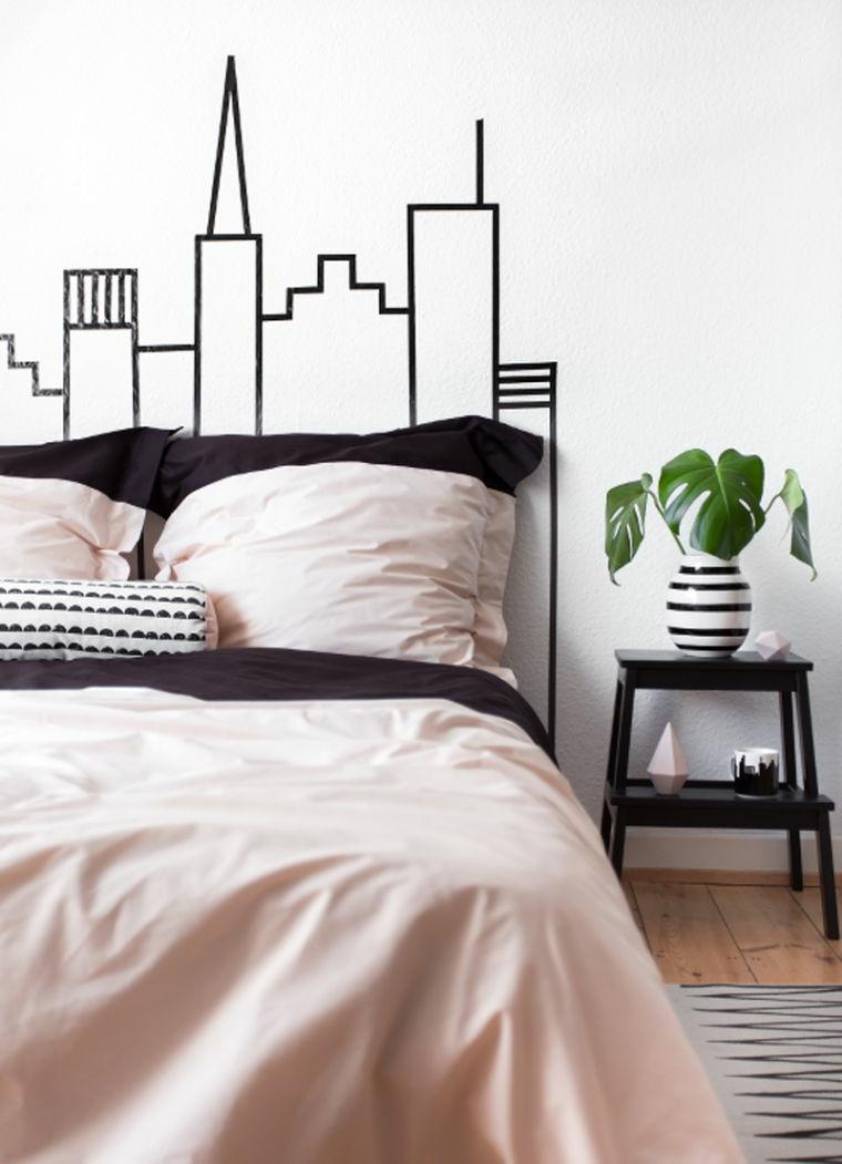 Parete camera da letto decorata con nastri washi tape, camera da letto con disegni