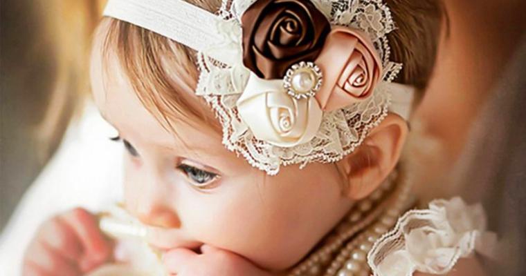fascia capelli bimba fiori cosa devono regalare i nonni al battesimo bambina