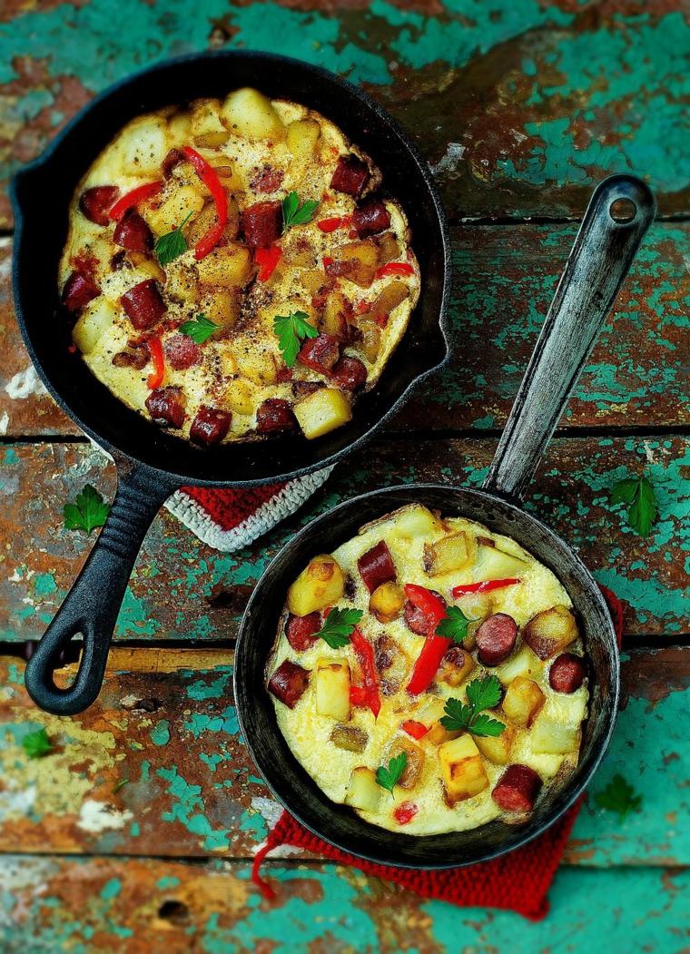 frittata uova padella salame verdure ricette facili e gustose per cena prezzemolo